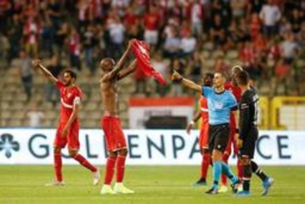 Europa League - Verlengingen in Antwerp - AZ: 1-1 na negentig minuten, The Great Old met negen