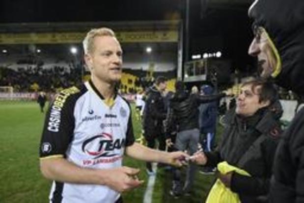 Zulte Waregem legt Olivier Deschacht voor één seizoen vast