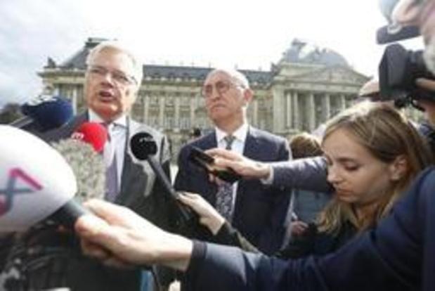 Koning belast Reynders en Vande Lanotte met informatieopdracht