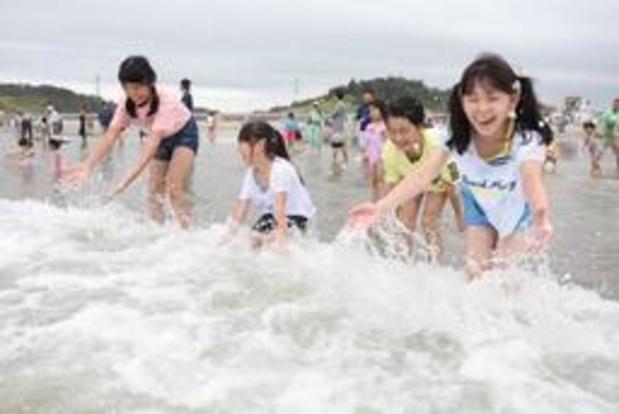 Strand bij Fukushima weer open, acht jaar na ramp