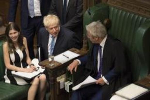 """Premier Johnson laakt """"verschrikkelijke samenwerking"""" tussen Britse parlementsleden en EU"""