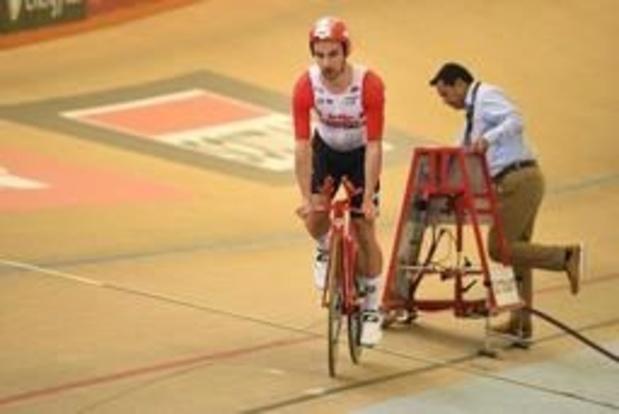 Victor Campenaerts rijdt het werelduurrecord van Bradley Wiggins van de tabellen
