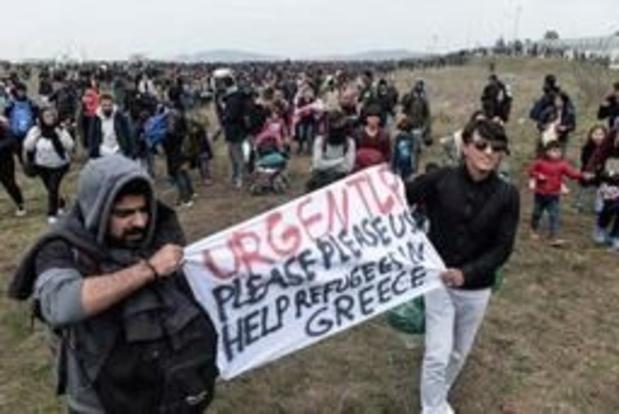 """Migranten blijven zich verzamelen bij Thessaloniki voor """"mars naar het noorden"""""""