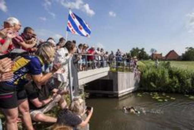 Le nageur néerlandais Maarten van der Weijden réussit son pari fou
