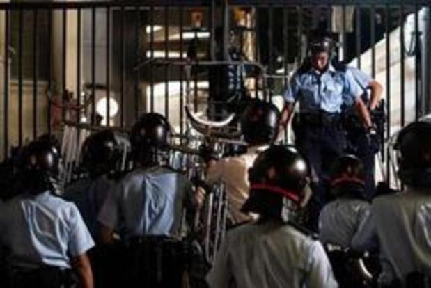 """Mouvement de contestation à Hong Kong - La police menace de sévir après le blocage """"illégal"""" de son QG"""
