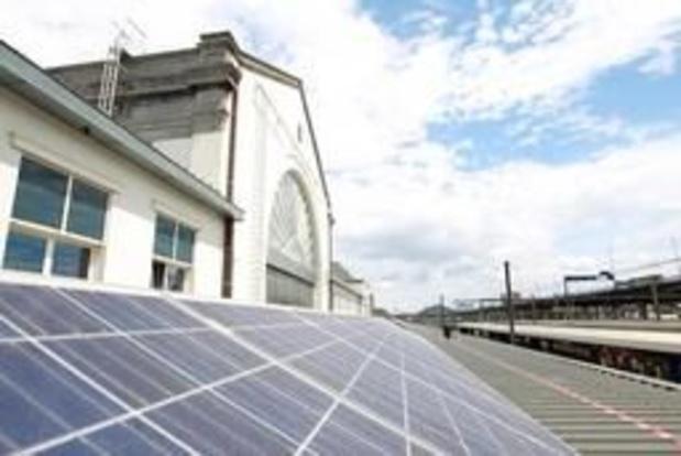 La SNCB place 1.700 panneaux photovoltaïques à Ostende