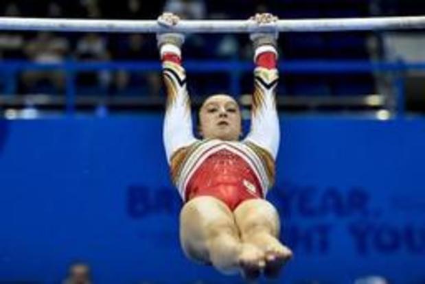 Nina Derwael en finale aux barres asymétriques et à la poutre, Deriks du concours général