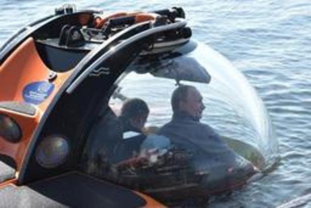 Poutine dans un submersible pour voir un sous-marin soviétique naufragé