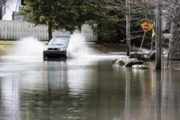 Les inondations prennent de l'ampleur dans l'est du Canada, l'armée se déploie