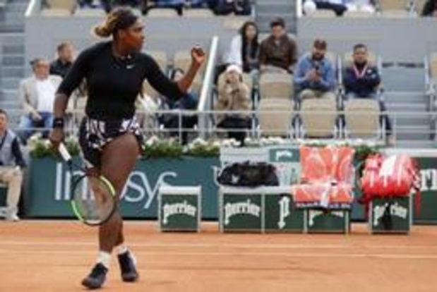 Serena Williams a mis un set à se roder avant de signer sa 800e victoire sur le circuit
