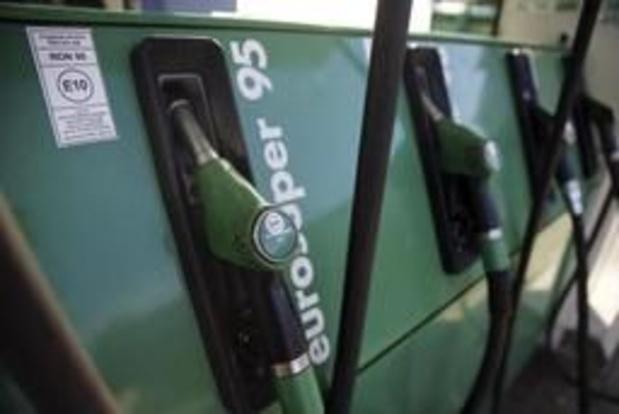 Benzine tanken iets duurder