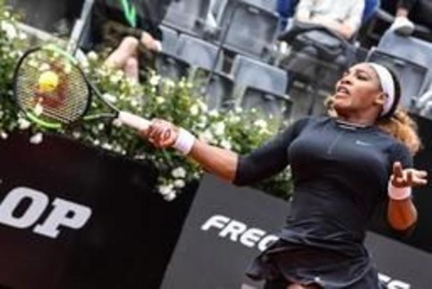 Serena Williams wint eerste gravelmatch en wacht Mertens op
