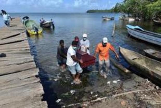 Honduras: les Indiens misquitos enterrent leurs 27 pêcheurs naufragés