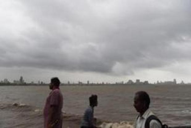 Le cyclone Vayu se renforce à l'approche de l'Inde