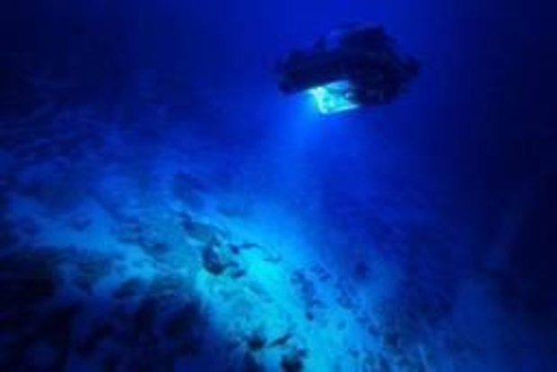 Un explorateur sous-marin retrouve des détritus au point le plus profond des océans