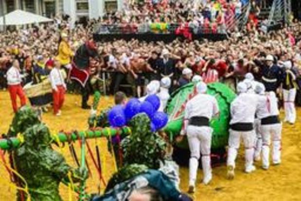Le Combat de la Ducasse de Mons pour la première fois en audiodescription