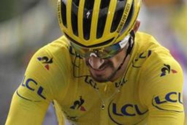 Tour de France - Deceuninck - Quick-Step krijgt geldboete voor duw in de rug bij Julian Alaphilippe
