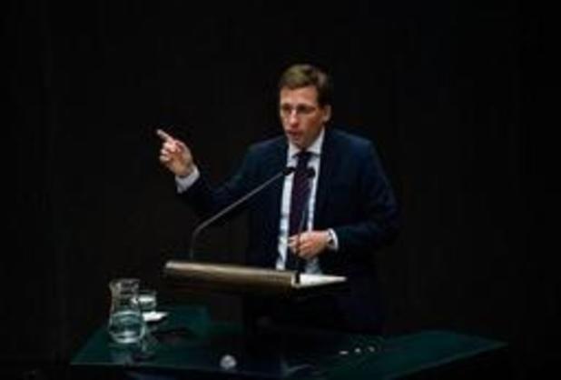 Madrid bascule à droite avec le soutien de l'extrême droite