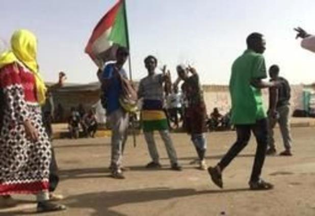 Crisis Soedan - Putschisten zeggen dat ze zich niet aan macht willen vastklampen - protest houdt aan
