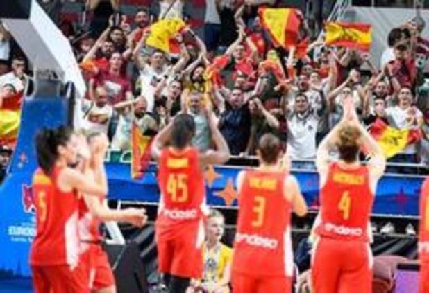 Titelverdediger Spanje plaatst zich voor halve finales