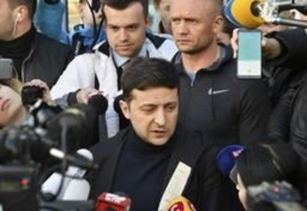 Le comédien Zelensky, favori de la présidentielle en Ukraine, appelé à s'exprimer dans les médias