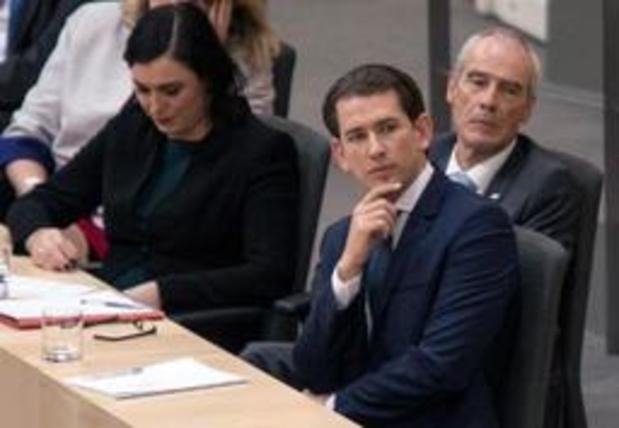Regering Oostenrijks kanselier Kurz door parlement de laan uitgestuurd