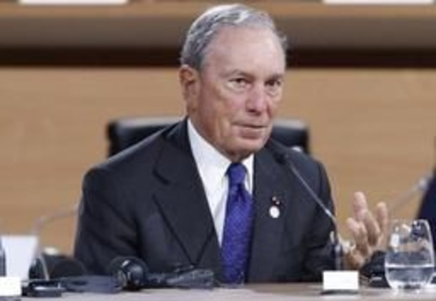 Bloomberg met 100 millions de dollars dans des publicités anti-Trump