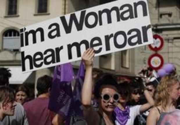 Zwitserse vrouwen massaal op straat voor gelijke rechten