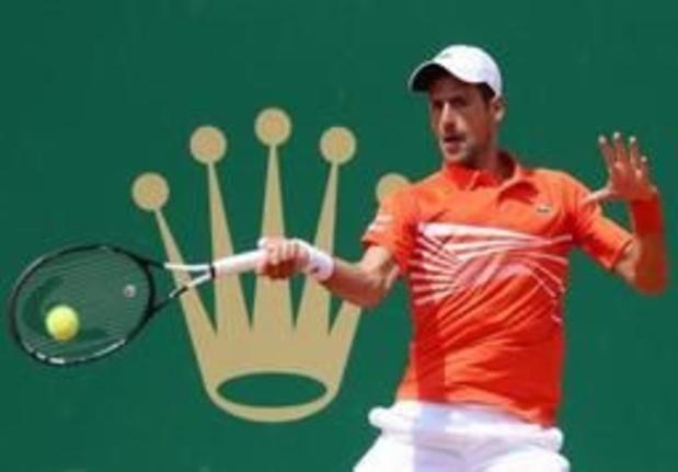 Novak Djokovic verliest weinig tijd in achtste finale