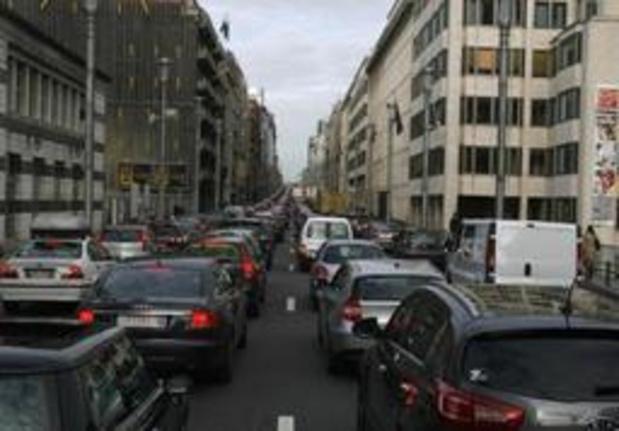 Brusselse Wetstraat is donderdag decor van afterwork voor betere luchtkwaliteit