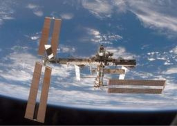 Bemanningsleden ruimtestation ISS maken ongewoon ommetje naar andere koppelingspoort
