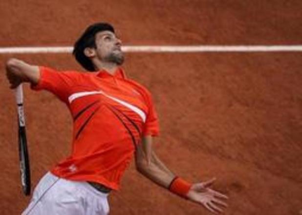 Djokovic stoomt door naar achtste finales, Tsitsipas treft Wawrinka