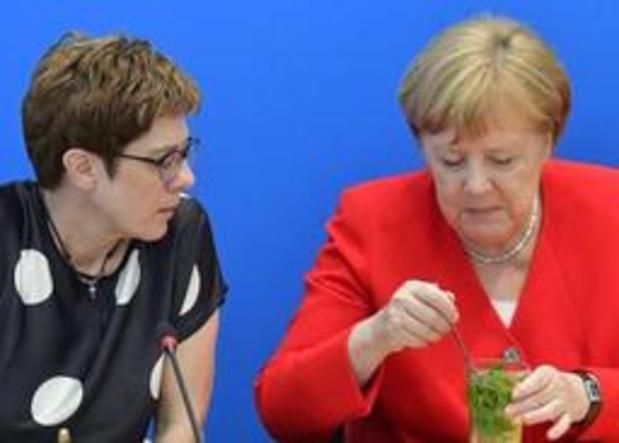 CDU-voorzitter Kramp-Karrenbauer wordt nieuwe Duitse minister van Defensie