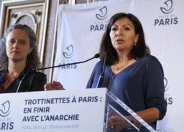 Burgemeester verbiedt parkeren van elektrische steps op voetpaden in Parijs