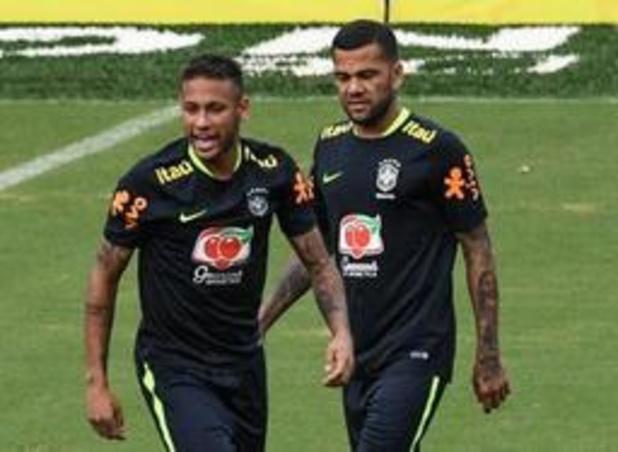 Neymar verliest aanvoerdersband aan Dani Alves