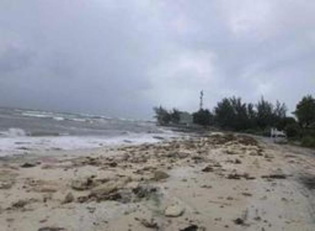 Orkaan Dorian - Orkaan komt op volle kracht aan op Bahama's