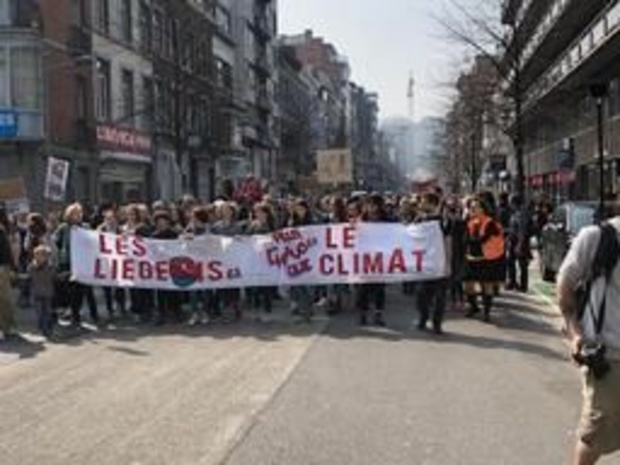 Plus de 2.000 manifestants rassemblés pour le climat à Liège