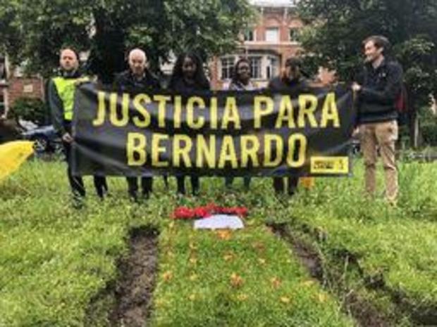 Amnesty International graaft graf aan Colombiaanse ambassade in Brussel