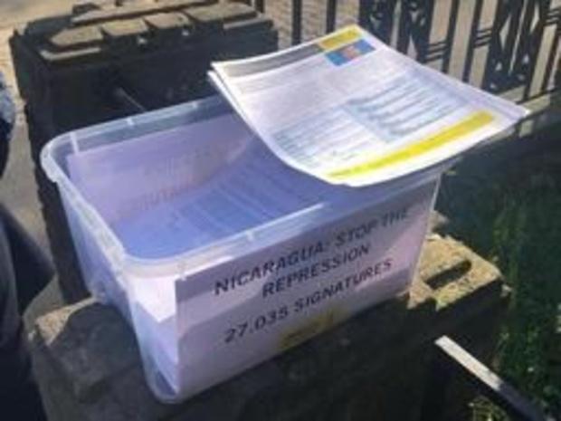 Amnesty dépose une pétition signée par 27.000 personnes à l'ambassade du Nicaragua