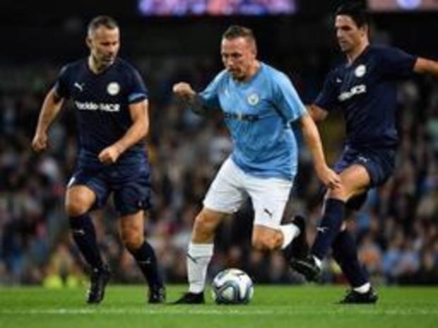 Belgen in het buitenland - Premier Leauge-sterren en City-legends spelen gelijk in afscheidsmatch Vincent Kompany