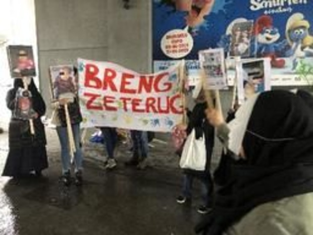 Des femmes manifestent à Bruxelles pour le retour des enfants de combattants de l'EI