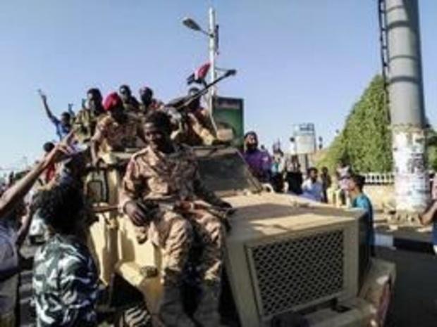 L'armée soudanaise déploie des troupes devant son QG à Khartoum