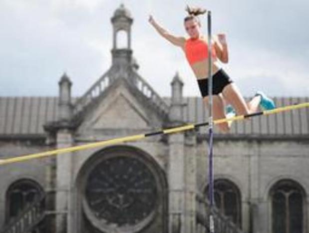 Fanny Smets verbetert op Leuvense Oude Markt eigen Belgisch record polsstokspringen