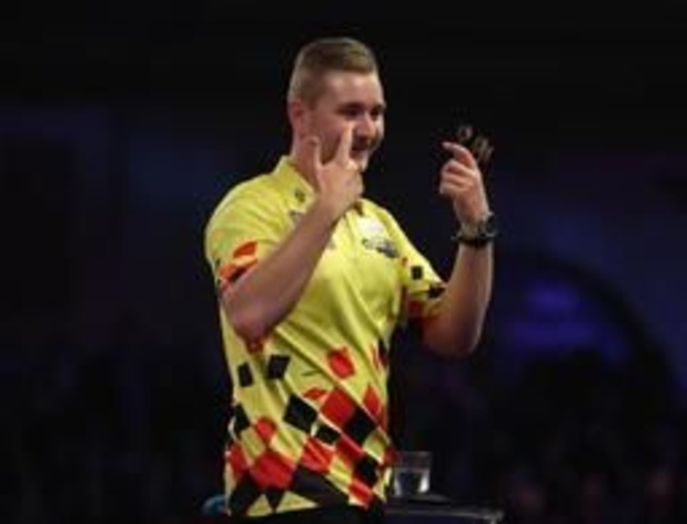 Players Championship darts - Dimitri Van den Bergh gooit nine-darter in Wigan