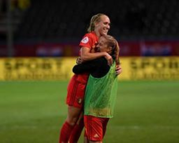 Kwal. EK voetbal (v) - Janice Cayman blinkt uit met hattrick