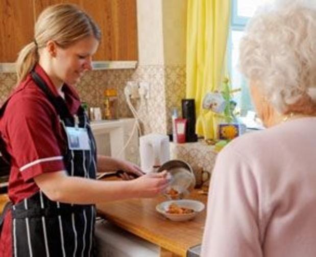 Helft van thuiszorgdiensten van gemeenten en OCMW's zoekt personeel