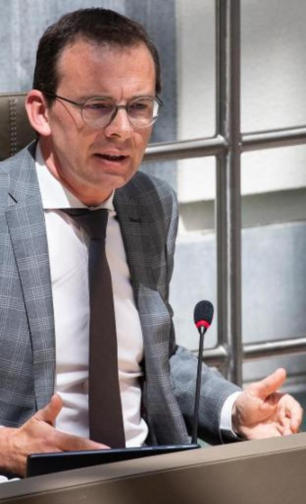 Minister Beke verdedigt Vlaamse contactopsporing