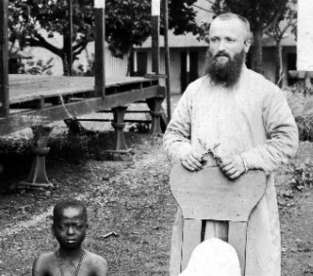 Critique scènes : Enfants de la colonisation