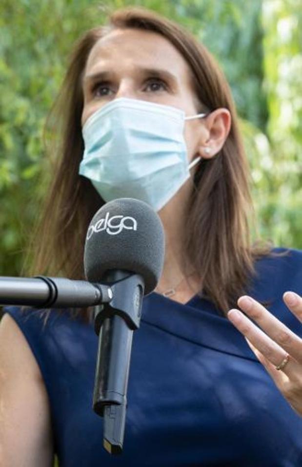 Antwerpse politie beboet sluikstorters en mensen zonder mondmasker op openbaar vervoer
