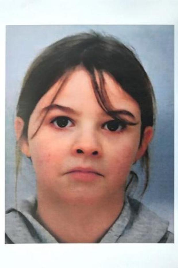 Fillette enlevée en France: la mère de Mia a été extradée vers la France
